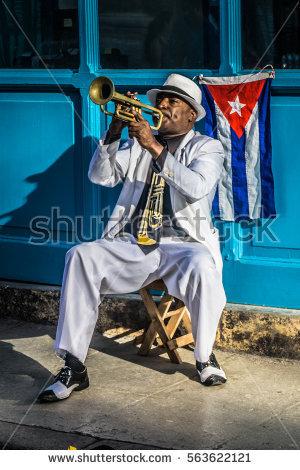 trompetista cllejero en cuba